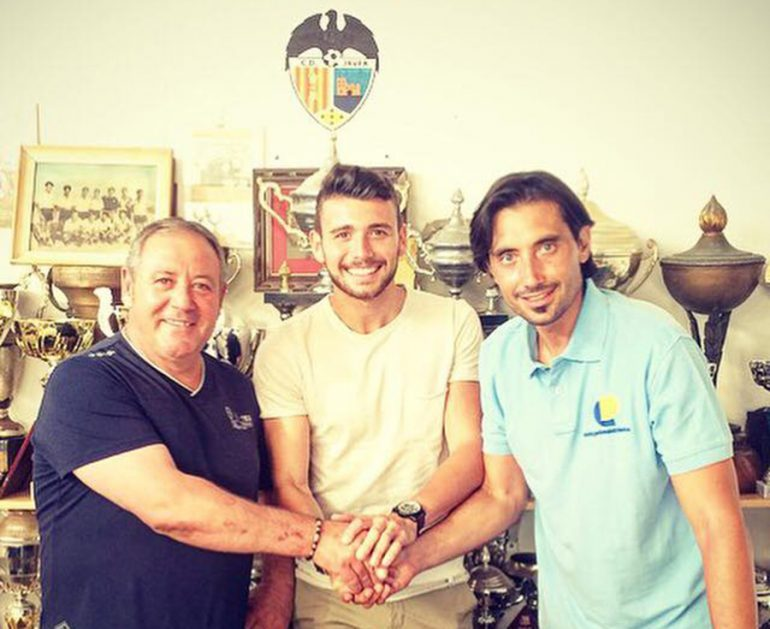 Michael Tomas junto a Estrada y un directivo del CD Jávea