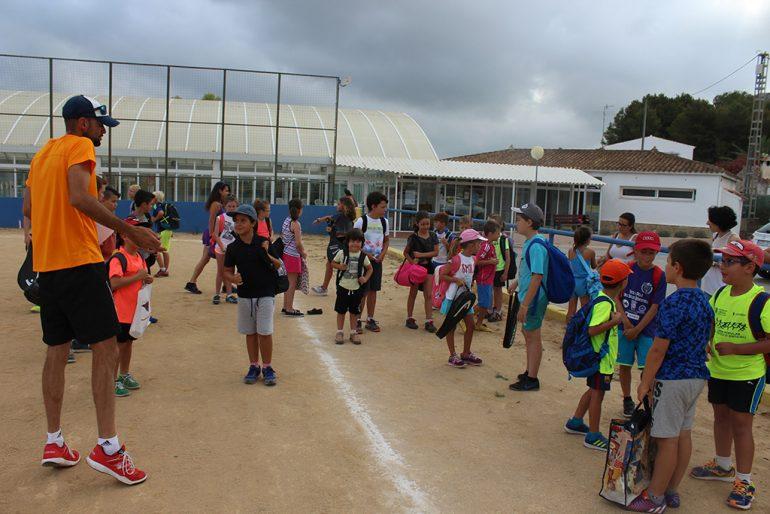 Alumnos en la Escuela Deportiva de verano de Benitatxell