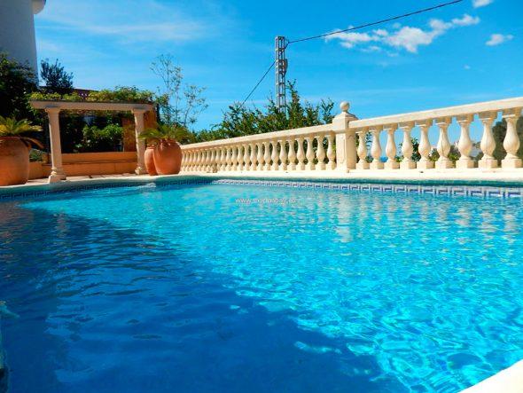 Piscina de la casa CHA0744 MarinaBay Homes