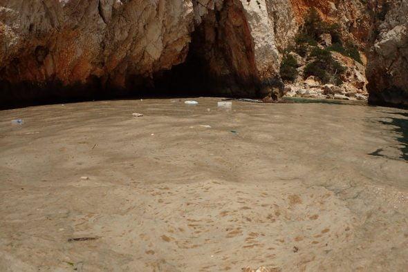 Resto de resíduos en aguas de Xàbia