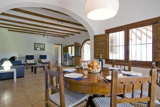 Salon comedor de la casa Yuca Aguila Rent a Villa