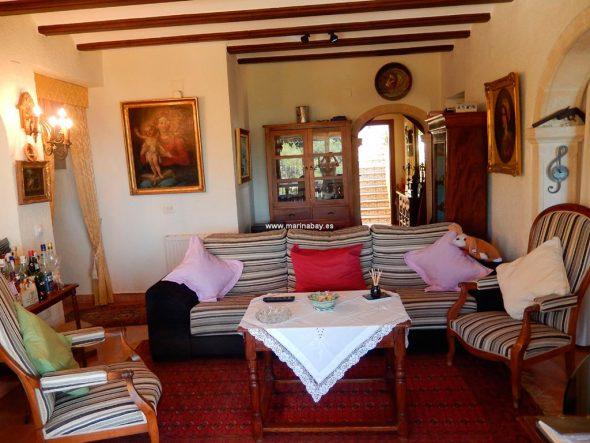 Sofá y sala de estar CHA0744 MarinaBay Homes