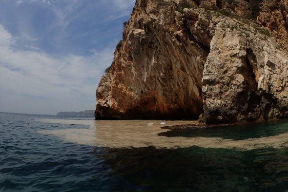 Suciedad en aguas de Xàbia