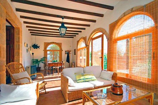 Terraza cubierta de la Casa Seniola Aguila Rent a Villa