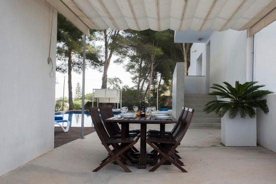 Terraza y sillas Aguila Rent a Villa