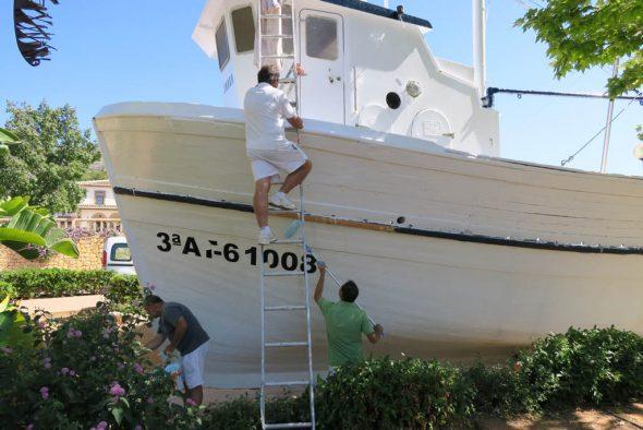 Trabajos de mantenimiento en el barco Chorroll