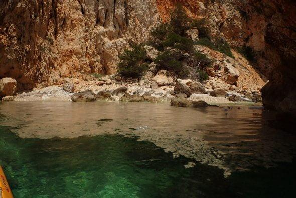 Vertidos de una embarcación cerca del Ambolo de Xàbia