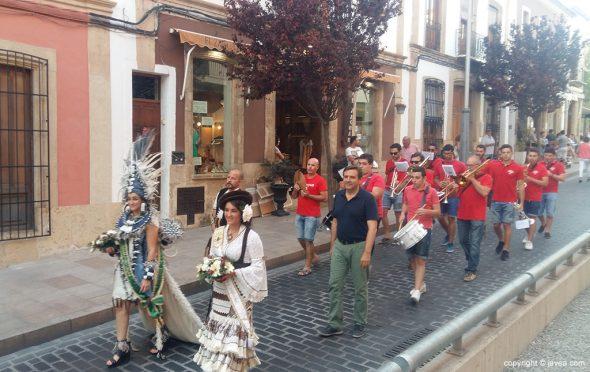 Abanderadas en el desfile