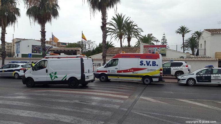 Ambulancias a la entrada del Club Tenis Jávea