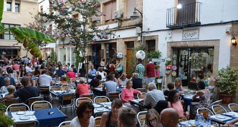Aspecto de las terrazas de la plaça de Baix