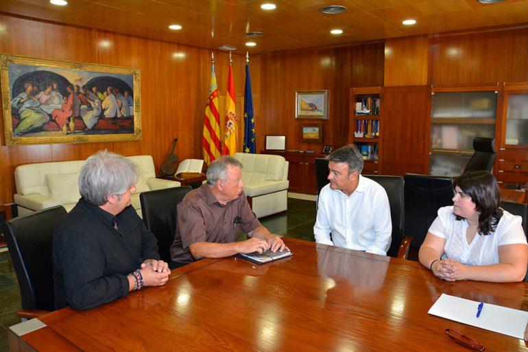 Chulvi junto a Moragues, Bañuls y el representante del Estudio San juan
