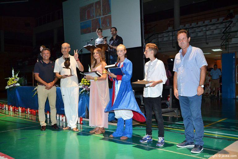 Chulvi y García con los jugadores y las narradoras