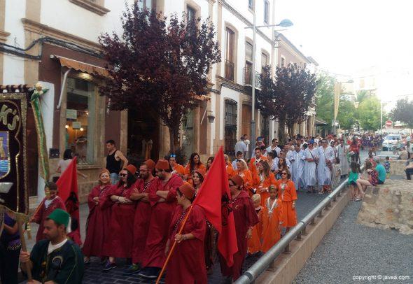 Desfile Moros y Cristianos en el pueblo