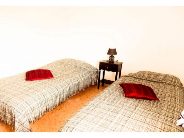 Dormitorio dos camas MarinaBay Homes