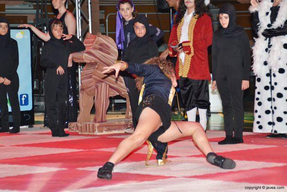 Espectacular movimiento de una bailarina