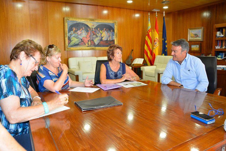 Firma del acuerdo entre el ayuntamiento y Apasa