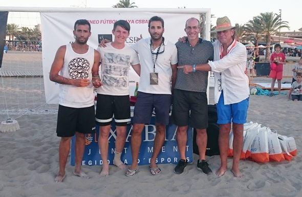 Javi Hernández y Joe Winstaley recogiendo su trofeos