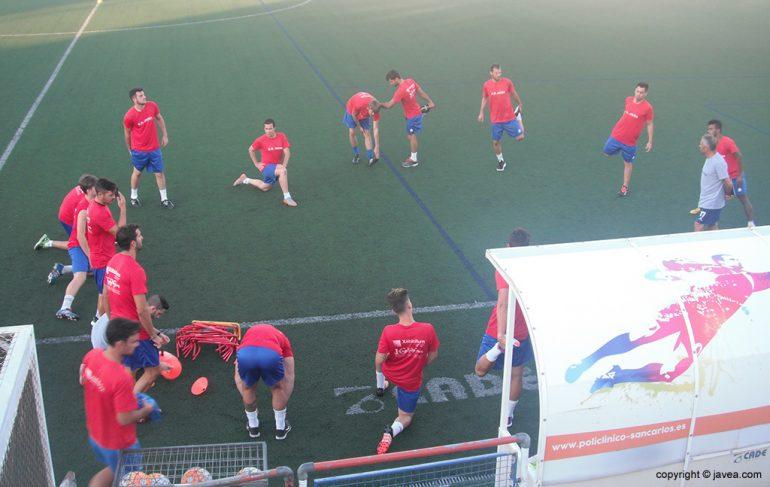 Jugadores trabajando con Antonio Villaescusa