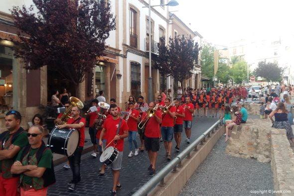 La banda haciendo sonar las marchas moras