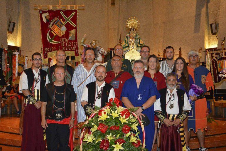 La Junta de Festes de Moros y Cristianos con el patrón Sant Jaume