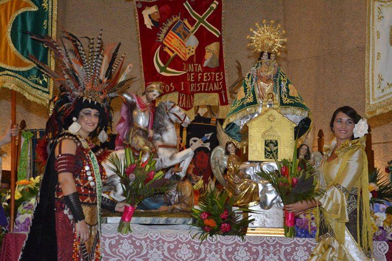 Las abanderadas en la ofrenda a Sant Jaume