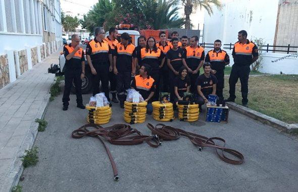 Miembros de Protección Civil con el nuevo material
