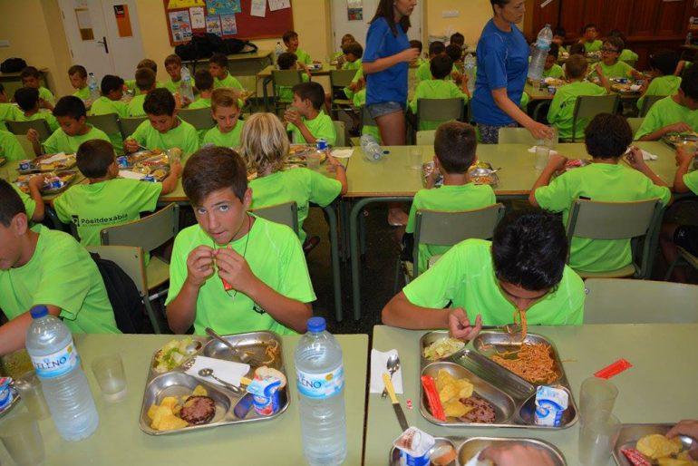 Alumnos del campus durante la comida