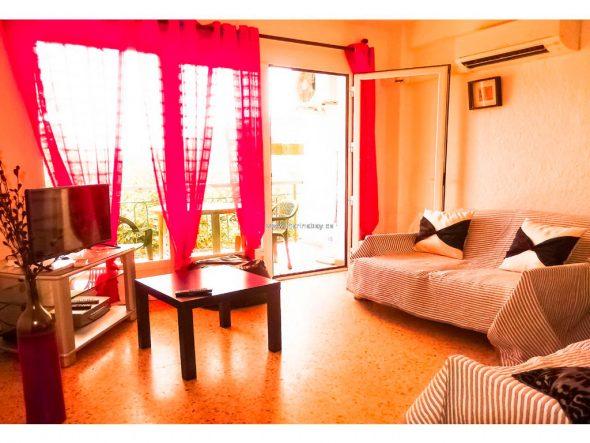 Sala de estar con aire acondicionado Marina Bay Homes