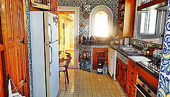 Cocina interior de la villa del Puchol Marinabay Homes