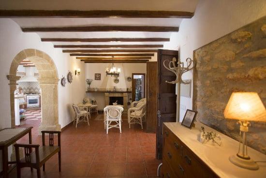 comedor interior de la casa marques aguila Rent a Villas