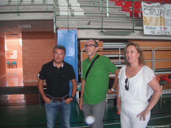 Concejales y Alcalde en el campus de Handbol