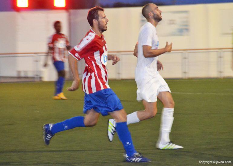 David Cardona en el partido ante el Benidorm CF