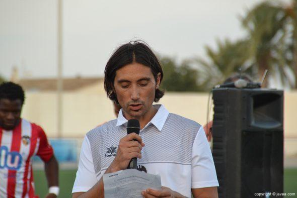 Diego Estrada dando su discurso