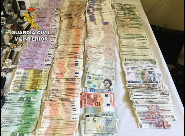 Dinero incautado a los ladrones