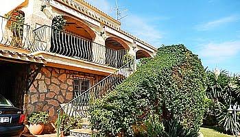 La fachada de la casa en el Puchol Marinabay Homes