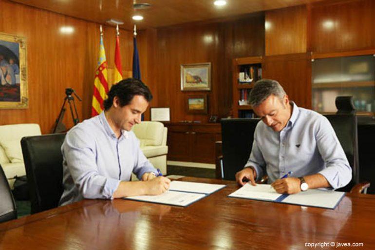 Firma del convenio entre Dolón y Chulvi