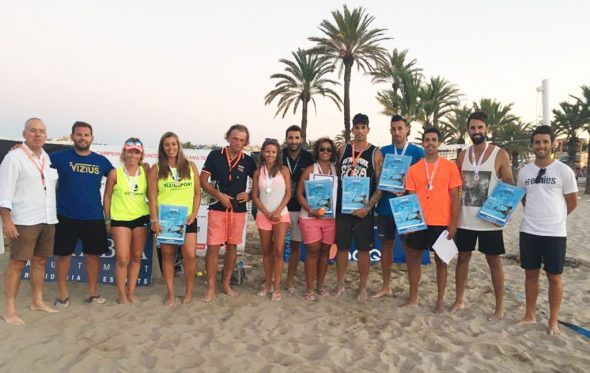 Ganadores y finalistas tras recoger sus trofeos