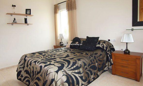 Habitación de invitados de la casa de la Granadella Marinabay Homes