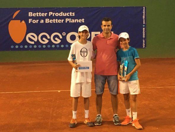 Iñigo Lara y Enrique Soto con los trofeos
