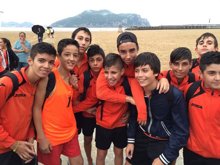 Los jóvenes jugadores xabieros en Laredo
