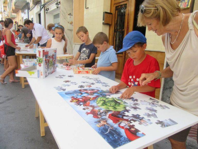 Niños haciendo puzles en Benitatxell