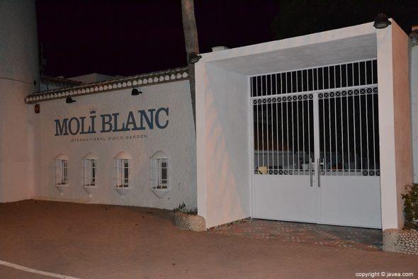 Puerta del Moli Blanc cerrada
