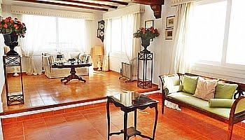 Salón principal de la villa del Puchol Marinabay Homes