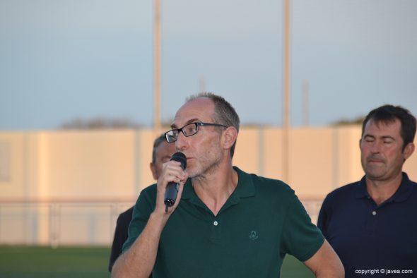 Vicent Colomer hablando al público