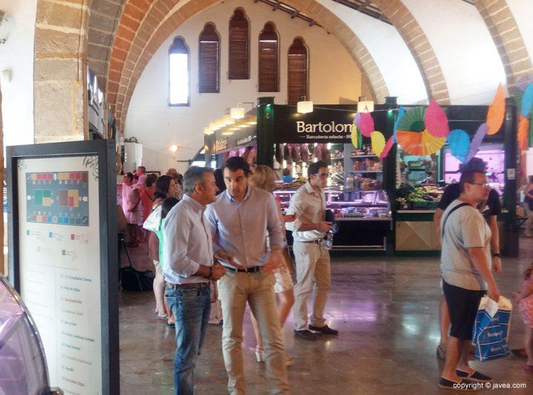 Dolón y Chulvi visitaron el Mercat Municipal
