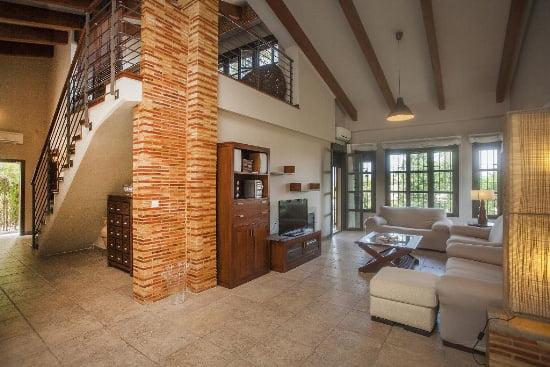 Vista interior de la casa dragonfly Aguila Rent a Villa