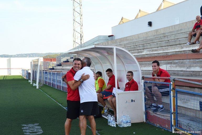 Abrazo Granero con Villaescusa