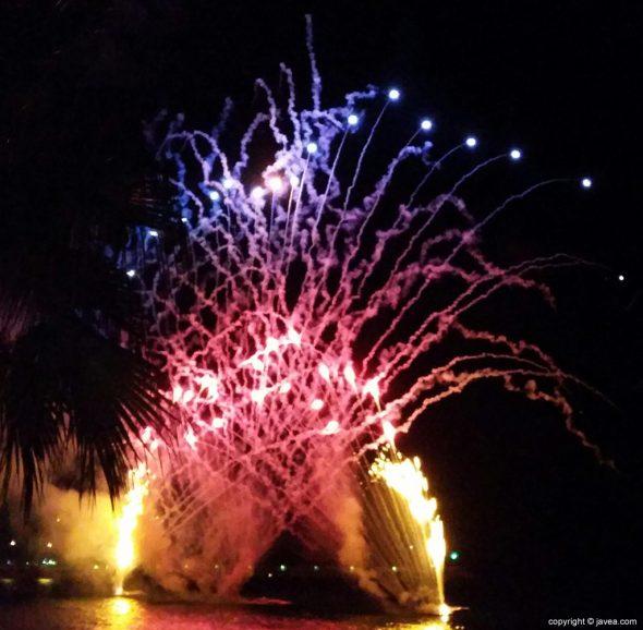 Castillos de fuegos artificiales acuático