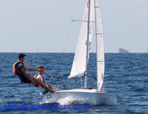 Hermanos Luján con su barco