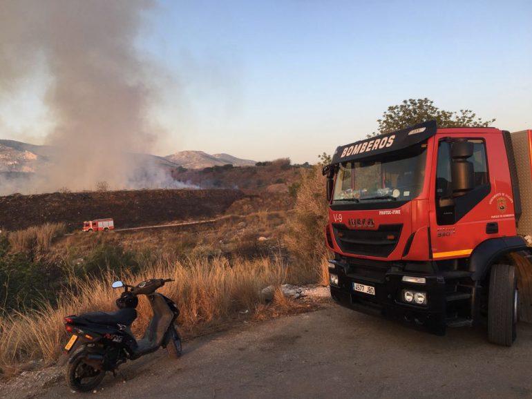 Los bomberos se ocupan de la extinción del fuego